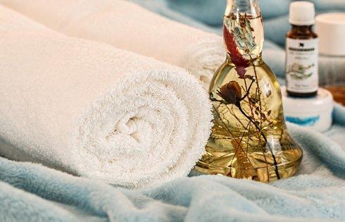 Les huiles essentielles et les massages