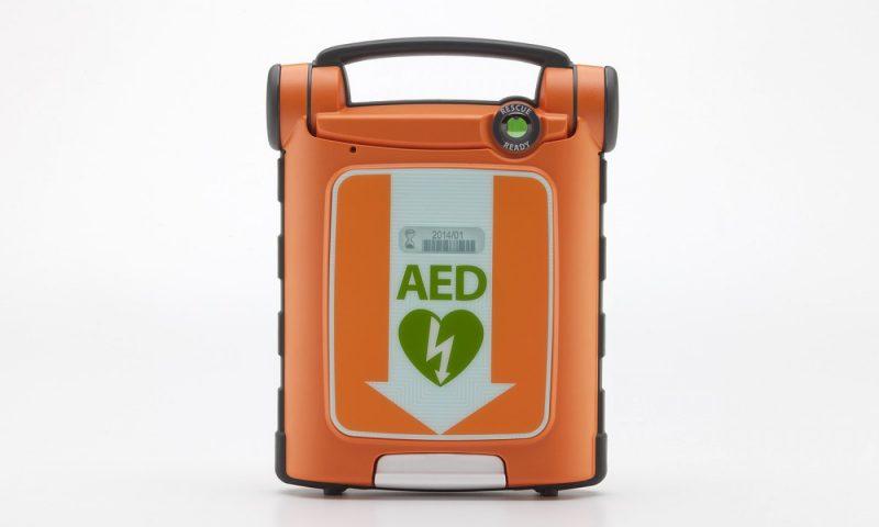 Arrêt cardiaque : comment se servir d'un défibrillateur ?