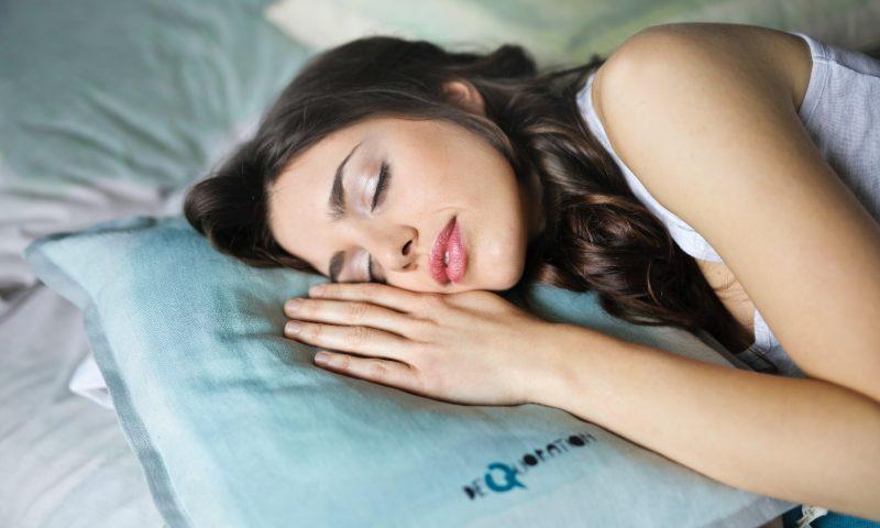 Comment choisir un oreiller orthopédique pour un sommeil paisible?